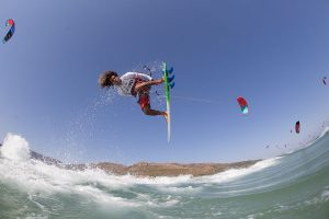Airton-Cozzolino---2015-event-winner-Toby_Bromwich_Tarifa_Strapless_Kitesurfing_Pro_2015